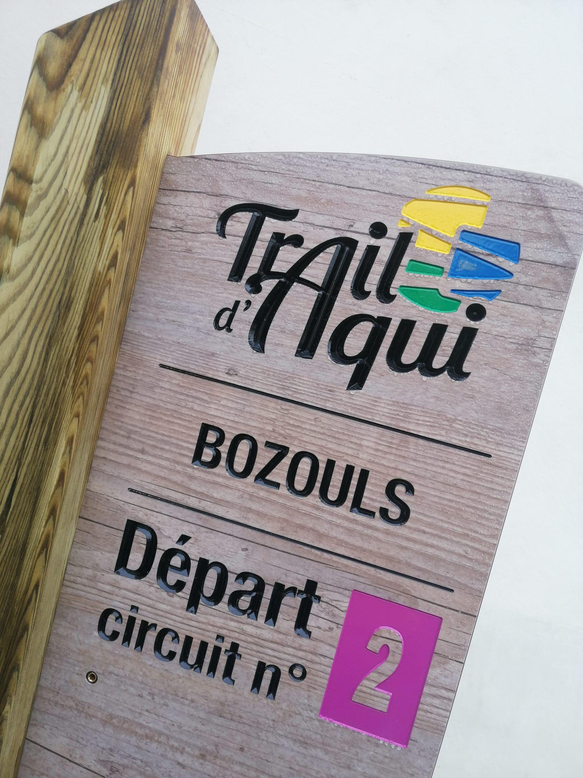 Totem de départ Trail d'Aqui est l'espace trail de la Communauté de Communes Comtal Lot Truyère. 21 parcours (Bessuéjouls, Bozouls, Campuac, Coubisou, Entraygues, Espalion, Espeyrac, Estaing, Gabriac, Golinhac, La Loubière, Lassouts, Le Cayrol, Le Fel, Le Nayrac, Montrozier, Rodelle, Saint-Côme-d'Olt, Saint-Hippolyte, Sébrazac, Villecomtal) et 2 parcours demi-kilomètre vertical permettent de découvrir plus de 500 kilomètres de chemins et monotraces.